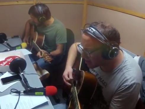 #Fogatera: El Marshall y Piccini interpretaron '11 y 6', de Fito Páez