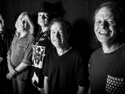 Axl Rose dio su primera entrevista como vocalista de AC/DC