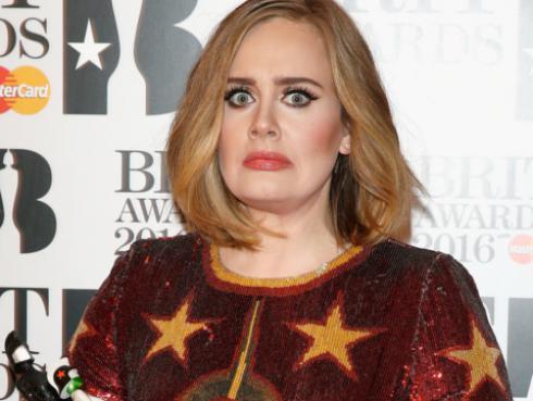 ¡Adele tiene una 'clon' en Suiza! [FOTOS]