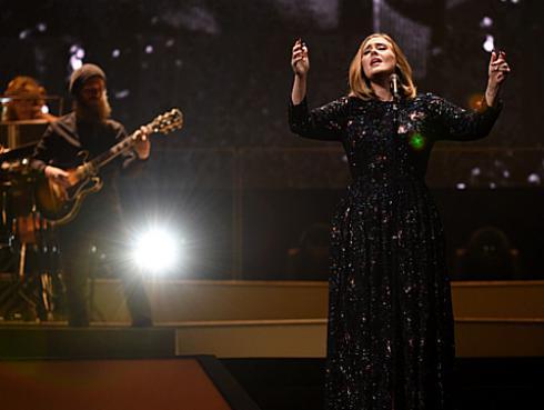 Adele dedica 'Make You Fill My Love' a víctimas de Bruselas [VIDEO]