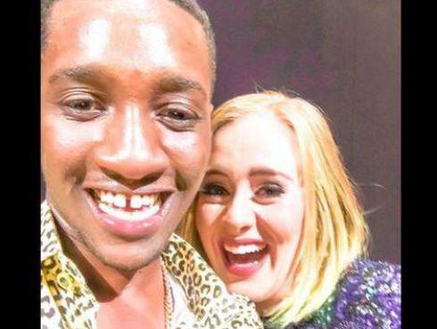 ¡Adele besó en la boca a este fan en pleno concierto! [VIDEO]