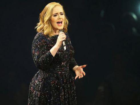Adele está harta de que la graben en sus conciertos y esto le dijo a fan [VIDEO]