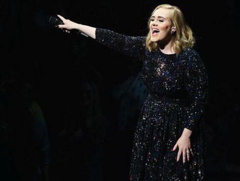 ¿Adele se presentará en el intermedio del Super Bowl?