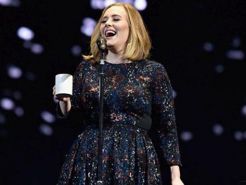 Adele sorprendió al público al hacer un atrevido 'twerking' [VIDEO]