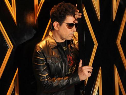 Andrés Calamaro protagoniza misterioso cortometraje 'Rock y juventud' [VIDEOS]