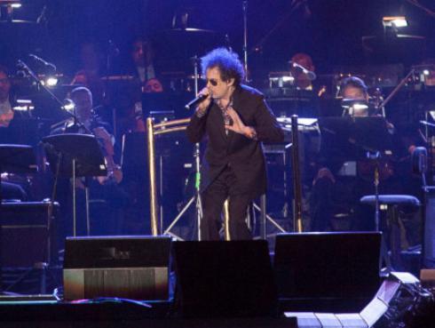 Andrés Calamaro revela el motivo por el que lleva un pañuelo en sus conciertos