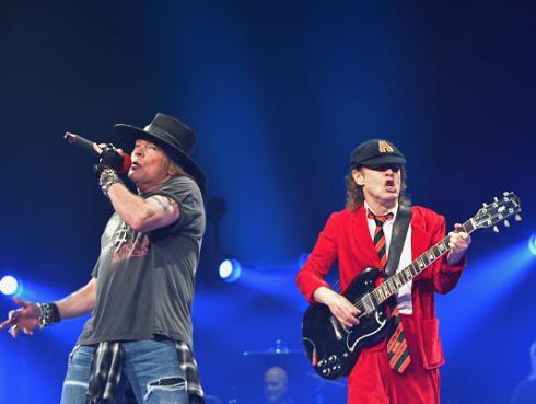 ¡Angus Young podría compartir escenario con Guns N' Roses este fin de semana!