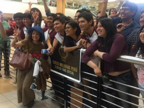 Así fue la llegada de Natalia Lafourcade a Lima