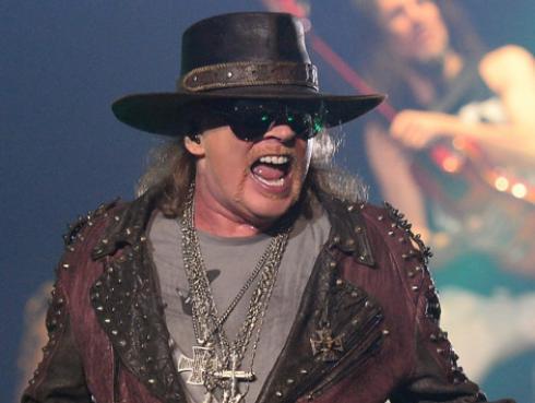 ¿Axl Rose fue llevado por un fan a un concierto de Guns N' Roses en Dubái?