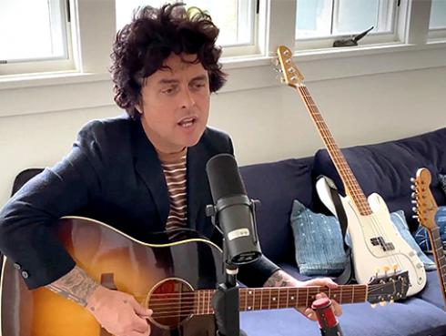 Billie Joe Armstrong aportó con 'Wake me up when september ends' en el Global Citizen [VIDEO]
