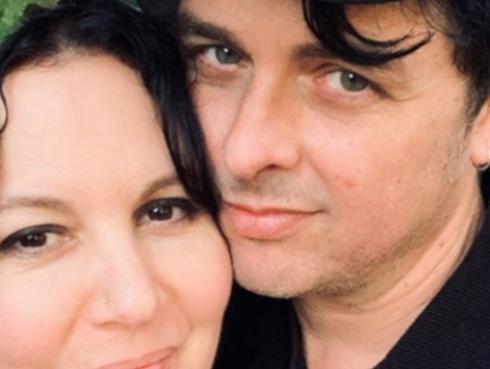 Billie Joe Armstrong y su esposa celebran 25 años de casados