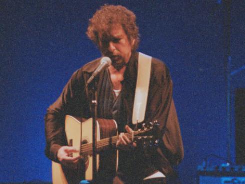 Bob Dylan envía sorpresivo regalo a tienda de discos en Dublín