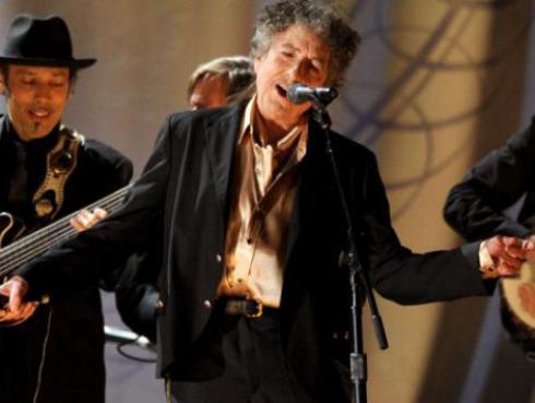 Borran título de 'ganador del Nobel' de web de Bob Dylan ¿rechazó el premio?
