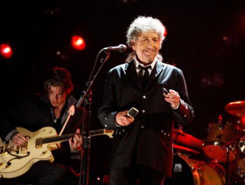 ¡Bob Dylan no irá a recoger el premio Nobel pero envió su discurso de agradecimiento!