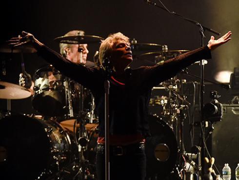 Bon Jovi agradece el apoyo de sus fans en la composición de su nueva canción