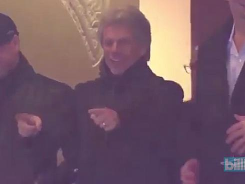 Bon Jovi celebra con estadio lleno partido de fútbol americano al ritmo de 'Livin' on a prayer' [VIDEO]