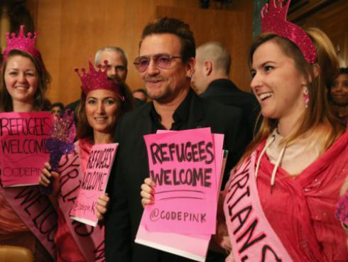 Bono, líder de U2, quiere combatir al Estado Islámico con