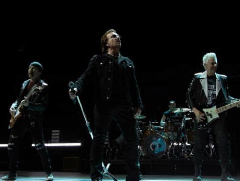 U2 ofreció concierto en Manchester y recordaron a víctimas del atentado