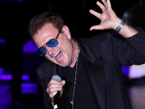 Bono, de U2, pide la unión entre europeos y africanos para dominar el mundo