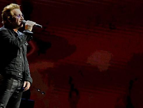 Bono rindió homenaje a Dolores O'Riordan durante concierto (VIDEO)