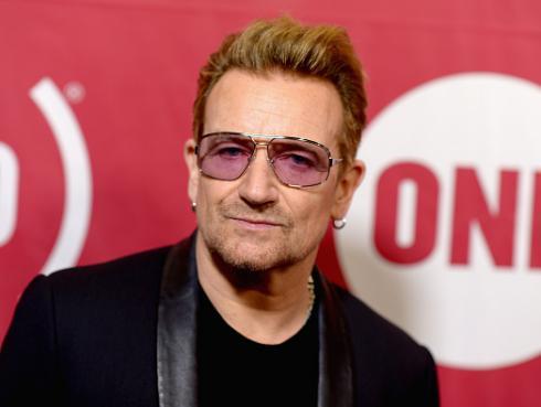 ¡Bono se convirtió en el primer hombre en ganar título de 'La Mujer del Año'!