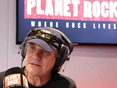 ¡Brian Johnson, exvocalista de AC/DC, estrenó programa de radio!