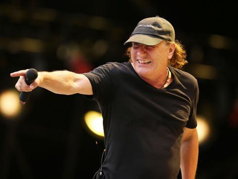 ¡Brian Johnson podría regresar a los escenarios junto a AC/DC!