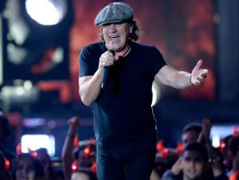 Brian Johnson recuerda a Malcolm Young en emotivo mensaje a fans de AC/DC
