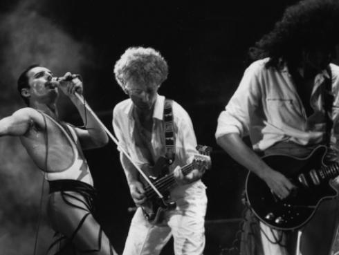 Niña canta 'Bohemian Rhapsody' y enamora a internet