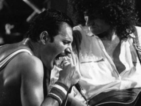 Brian May realiza conmovedor homenaje a Freddie Mercury