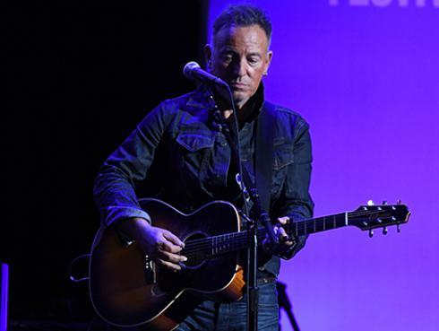 Bruce Springsteen llamó a JLo para felicitarla por el show que ofreció en el medio tiempo del Super Bowl 2020