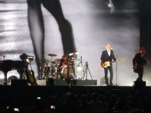 Bryan Adams cantó y encantó en su concierto