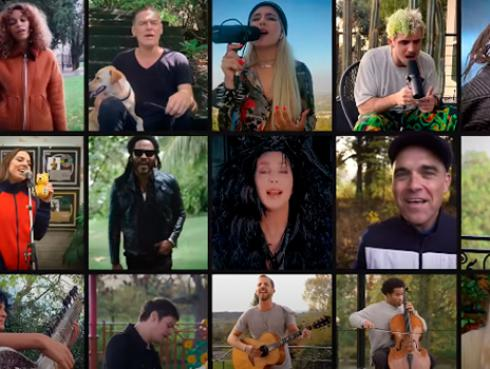 Bryan Adams, Cher, Lenny Kravitz, Robbie Williams interpretan 'Stop Crying you Heart Out' de Oasis