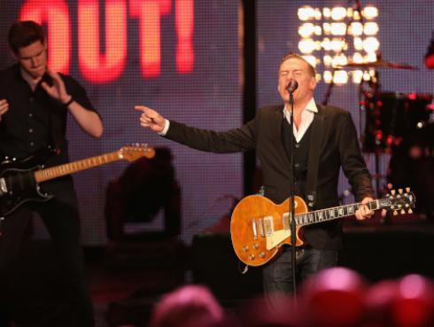 Bryan Adams comparte fotografías inéditas de la grabación de su primer disco