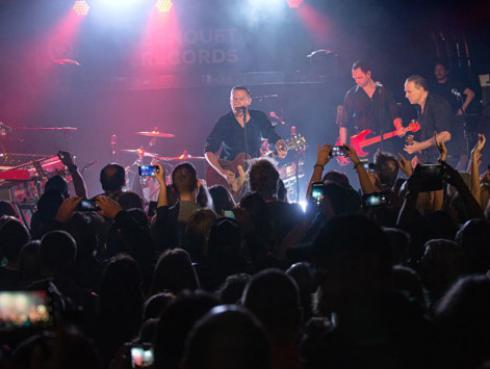 Bryan Adams cumple 60 años: recordamos sus grandes éxitos musicales
