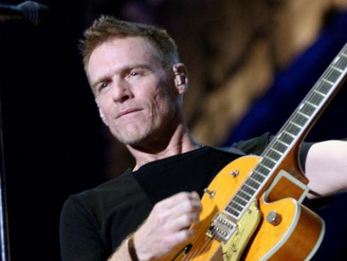 Bryan Adams te invita a convertirte en vegano [VIDEO]