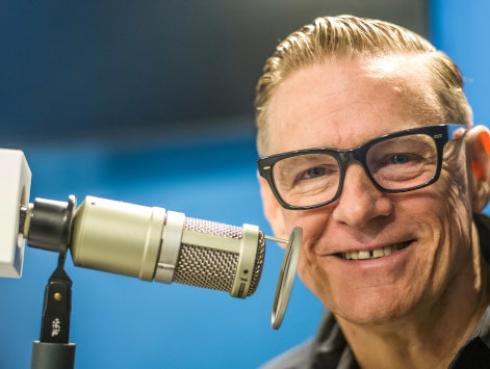 Bryan Adams no planea retirarse de la música