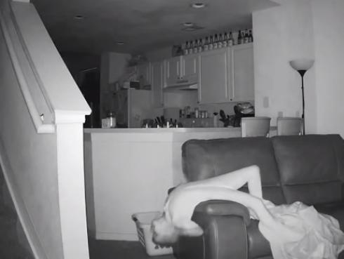 Puso cámaras en su casa por ruidos extraños y jamás imaginó que esto pasaría [VIDEO]