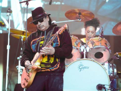 Carlos Santana logra primer lugar en la lista de mejores álbumes latinos