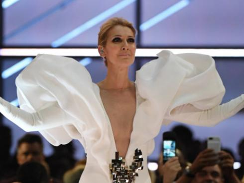 Celine Dion se emocionó cantando 'My Heart Will Go On', en los Billboard 2017