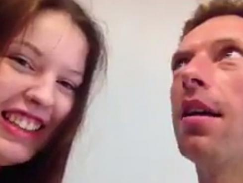 Lo que hizo Chris Martin de Coldplay por esta joven te dejará sin palabras [VIDEO]