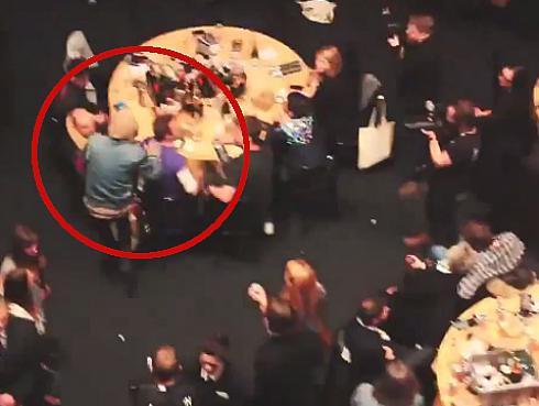 Coldplay fue agredido en gala de los Premios NME [VIDEO]