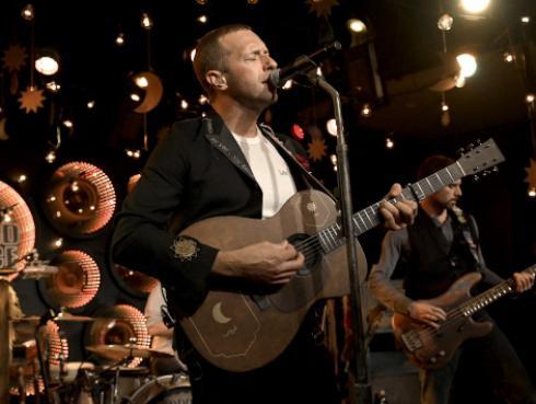 Coldplay: Dakota Johnson fue la directora del último videoclip de la banda