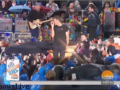 ¡Coldplay brinda inolvidable concierto bajo la lluvia en Nueva York! [VIDEO]