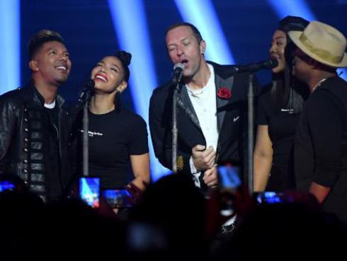 Coldplay sorprende al realizar un cover de Prince en el Tiny Desk