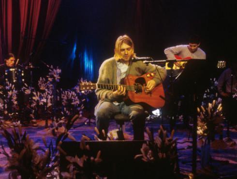 Dave Grohl compara el éxito de Billie Eilish con Nirvana