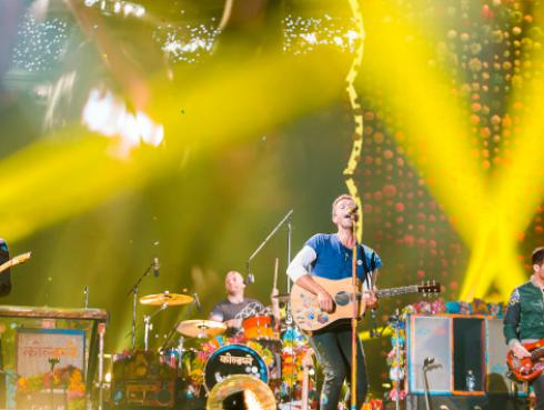 Director de 'A Head Full of Dreams' compara a Coldplay y Oasis