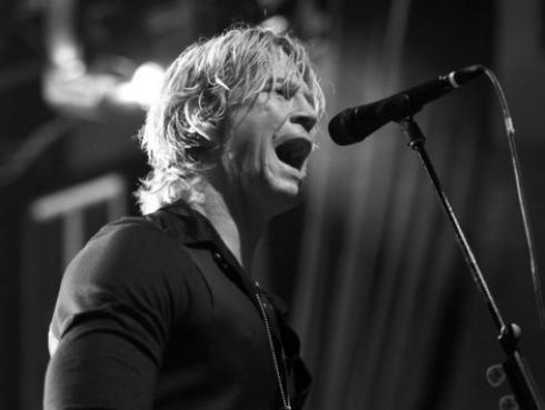 Duff McKagan habla de las experiencias vividas a lo largo de los años con Axl y Slash