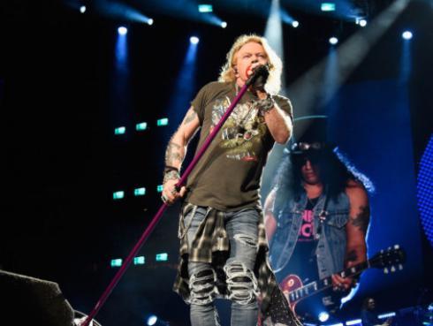 Duff McKagan muestra su admiración total hacia la ética laboral de Axl Rose