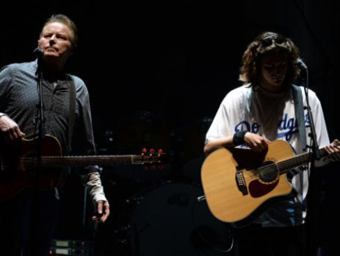 Hijo de Glenn Frey ocupó su puesto en el regreso de los Eagles [VIDEO]